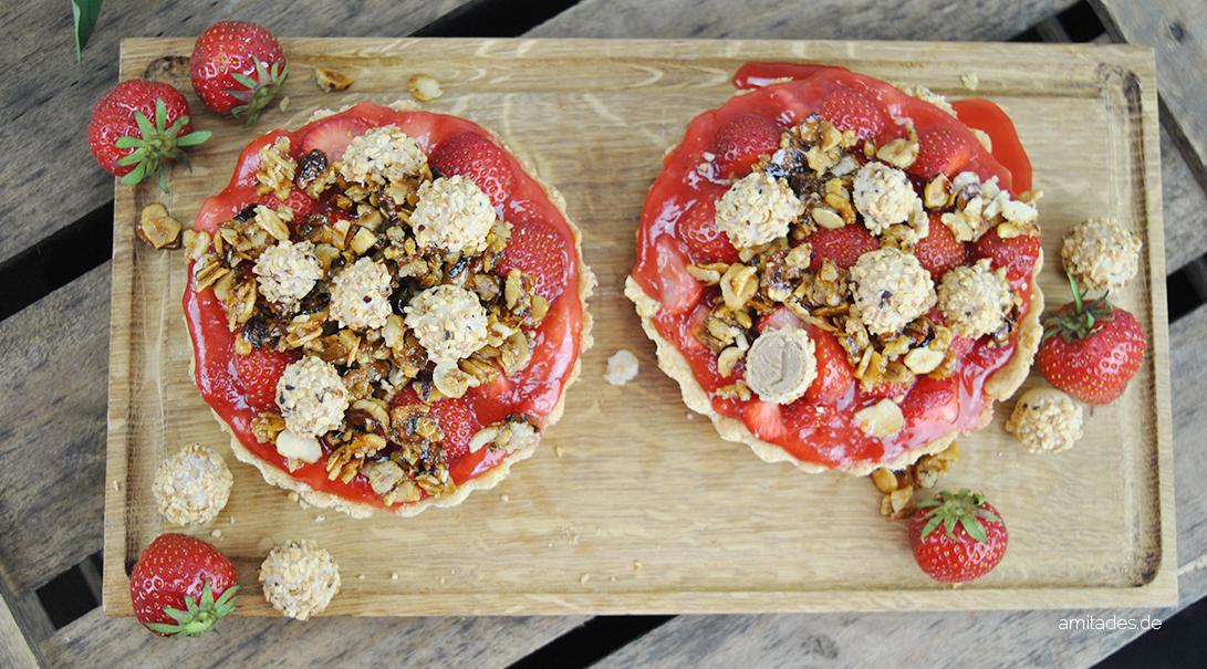 Erdbeer-Tartelettes mit Haselnusskrokant